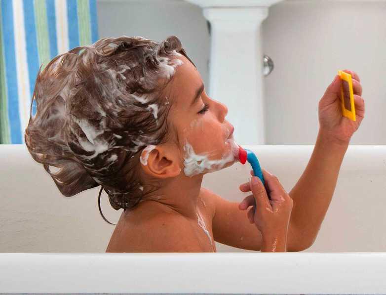 Alex-Shaving in a tub kit