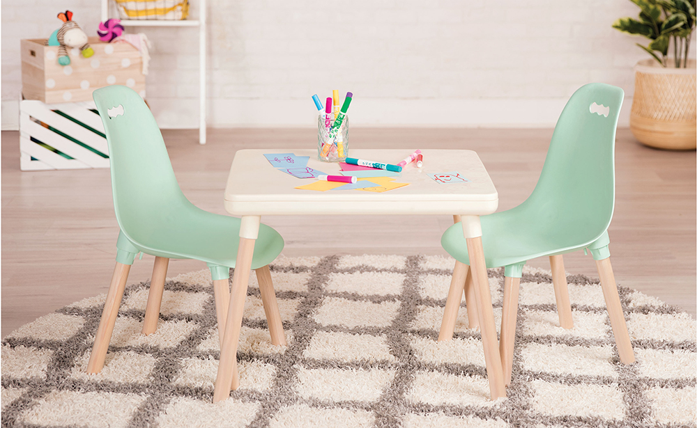 Table et chaises de couleur menthe