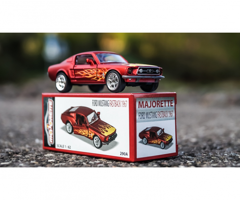 Majorette - 1:64 Deluxe Collector cars assorted