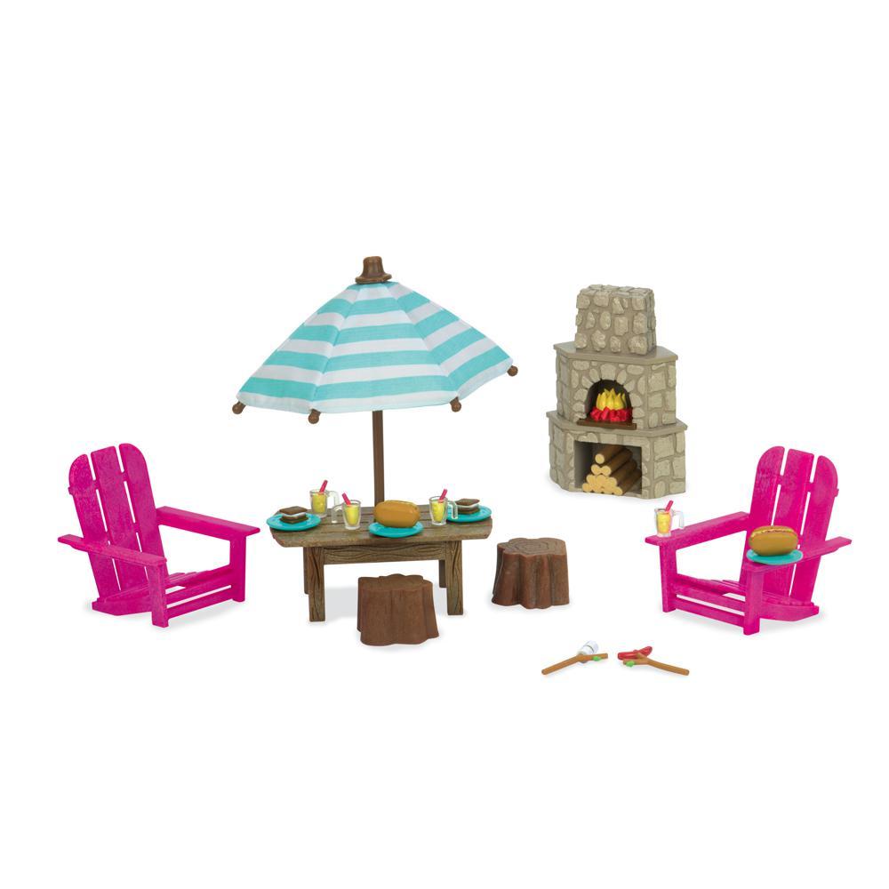 Li'l Woodzeez Patio set and outdoor fireplace